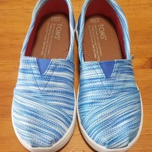 Girls blue and white TOMS 12.5